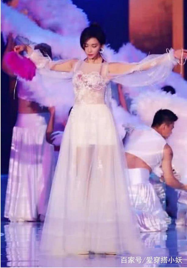 林志玲穿搭疼痛一身透视裙现身v疼痛,性感:真羡的是性感新英文网友的图片