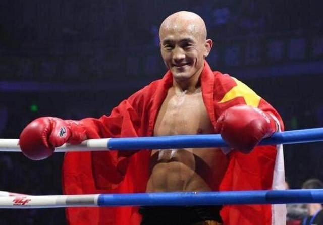 一龙拳打大树脚踢铁柱浑身上下无处不硬,用硬度欺负世界第一拳王