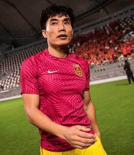 国足新队长即将敲定:恒大大将或接任,郑智再战两场至百场里程碑