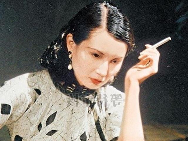 她美到目下无尘,40岁时息影,拿到了最高级别的