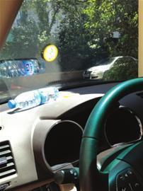 矿泉水致车内起火 它对光线的折射引发聚焦效应华油集团总经理王文沧