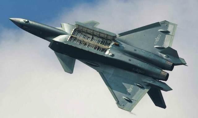 歼20与F22隐形弹仓大对比!技术十分复杂,苏57至今被质疑