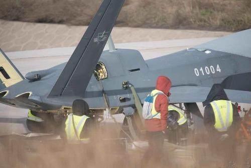 """成飞再曝重器,目前唯一通过了弹射测试的高空高速无人""""战斗机"""""""