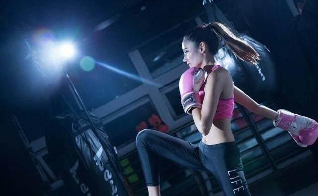 中国最美举牌女郎获模特大赛最佳形体奖,一优势力压当红花旦萌萌