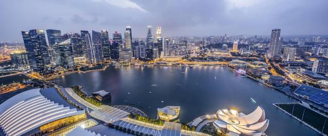 为什么新加坡人口以华人为主,却和美国走那么