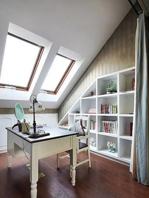 斜顶阁楼斜顶书柜设计