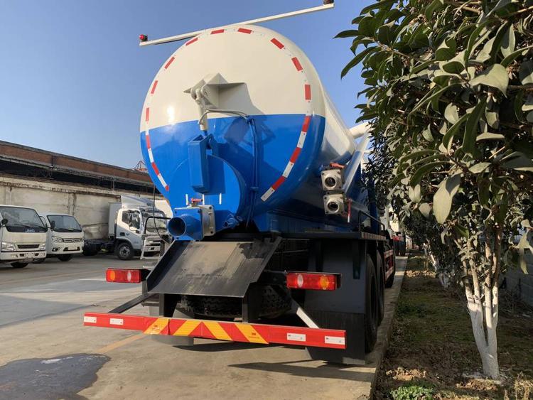 18吨大型真空吸污车厂家供应