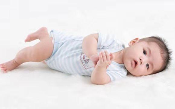 「5一6个月婴儿一日作息时间表」5个月宝宝早教