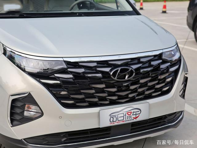 第三排空间充裕 中排显高级 配置也丰富 北京现代库斯途车型导购-有驾