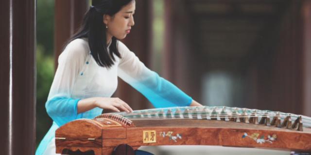 「为什么没人学古典吉他」弹拨乐器