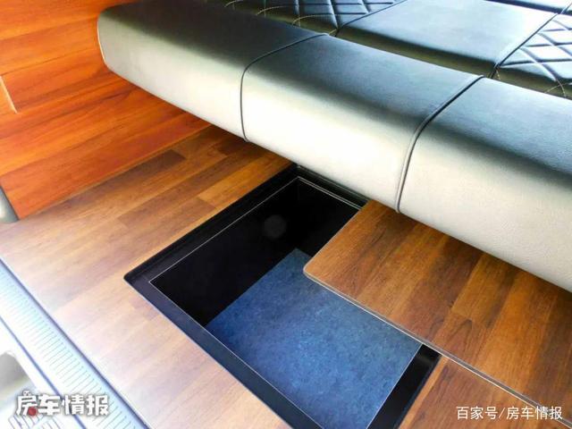 新款丰田6座床车,高度仅2.1米限高杆轻松过,双床位设计睡觉宽敞-有驾