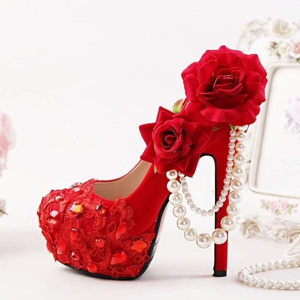 12个星座红色高跟鞋,所有星座都有浪漫的情节。