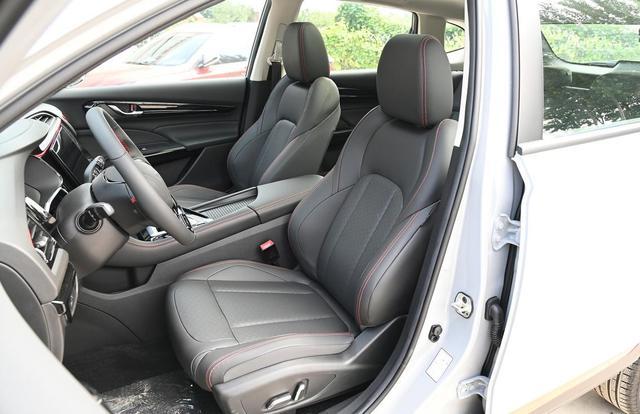 """紧凑SUV又添""""悍将"""",高配带按摩座椅,更有10年质保,H6买早了-有驾"""