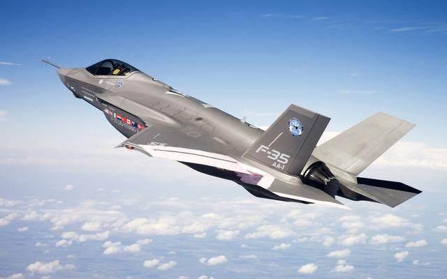 驻日美军F-35战机空中掉零件 价值连城尚未寻获